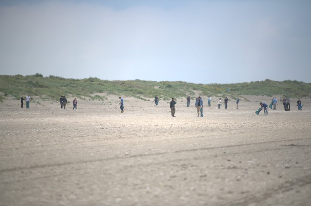 Nikon employees on Ijmuiden beach